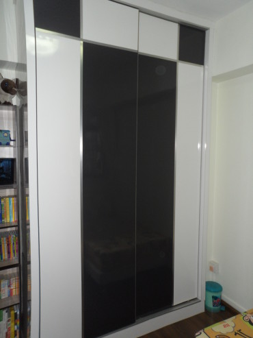 Bedroom Wardrobe. ABS trimmed. Customised full height sliding door 2 panel solid wood wardrobe. www.thmid.com